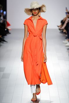 Guarda la sfilata di moda Badgley Mischka a New York e scopri la collezione di abiti e accessori per la stagione Collezioni Primavera Estate 2018.