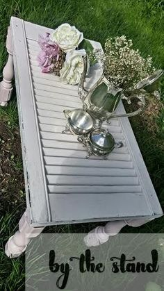 DIY Repurposed Shutter Ideas - diy shutter table, painted furniture, repurposing upcycling, woodworking projects You are in the rig - Easy Woodworking Projects, Woodworking Furniture, Diy Wood Projects, Fine Woodworking, Furniture Projects, Furniture Makeover, Woodworking Workbench, Popular Woodworking, Furniture Plans