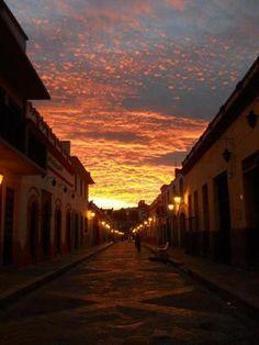 El bello atardecer en San Cristóbal de las Casas, Chiapas, México.