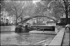 Écluse sur le Canal Saint Martin (C) Ministère de la Culture - Médiathèque du Patrimoine, Dist. RMN-Grand Palais / André Kertész 1963