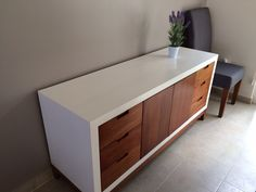 Credenza fabricada con Triplay de tzalam. Tel: 7226066465 Wooden Pallet Furniture, Simple Furniture, Upcycled Furniture, Home Decor Furniture, Diy Home Decor, Furniture Design, Flat Interior, Kitchen Interior, Buffet Design