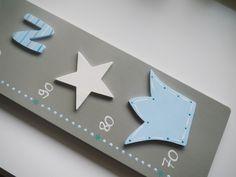 Kinderzimmerdekoration - Messlatte mit Sterne, Krone und Namen - ein Designerstück von Herzerquicklich bei DaWanda
