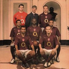For the last season at Highbury Stadium, Arsenal in wore maroon kits to pay homage to the inaugural squad back in 1913 . Football Love, Football Memes, Football Kits, Vintage Football, Football Players, Arsenal Football Club, Arsenal Players, Arsenal Fc, Soccer News
