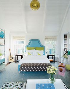 Wouldn't mind sleeping in this room.... maybe not the plain white comforter...but love the colors! And that headboard!
