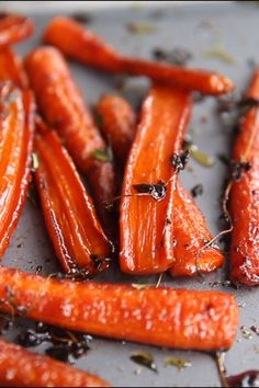 These Honey Balsamic Roasted Carrots are beautifully caramelized in a sweet and sticky glaze. The perfect side dish for your Sunday roast #carrots #roastedveggies #honey #balsamicvinegar #sidedish | www.dontgobaconmyheart.co.uk