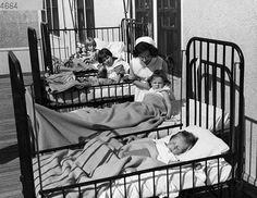 A nurse cares for children with polio at the University Hospital in Edmonton in this undated image. History Of Nursing, Medical History, Nursing In Canada, Bible 2, Vintage Nurse, Canadian History, Public Health, Public School, Nursing