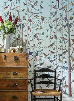Uccelli wallpaper from Cole & Son. A wow wallpaper - our bedroom? Period Living, Cole And Son Wallpaper, Bird Wallpaper, Wallpaper Ideas, Ivy House, Home And Deco, Chinoiserie, Decoration, Blue Bird
