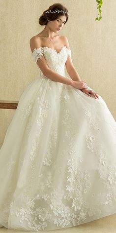 Wonderful Tulle Off-the-shoulder Neckline A-line Wedding Dress With Lace Appliques & Beadings & 3D Flowers