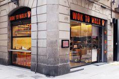 Fachada de resturante Wok en la Calle Sant Pau de Barcelona