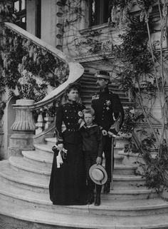 King Ferdinand I, Queen Marie and Carol II of Romania. She was a granddaughter of Queen Victoria very famous in her time. Her son Carol was terrible to her when he became King was deposed for a lot of reasons. Casa Real, Romanian Royal Family, Little Paris, Kaiser, Ferdinand, Queen Victoria, Old Pictures, Historical Photos, Marie