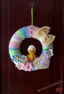 Horgolt tavaszi ajtódísz 2.: A koszorúalap beburkolása - Kreatív+Hobby