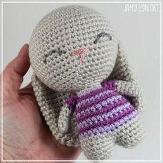 Cute Easter bunny free crochet pattern Easter Bunny Crochet Pattern, Crochet Animal Patterns, Stuffed Animal Patterns, Amigurumi Patterns, Crochet Animals, Crochet For Kids, Free Crochet, Diy Crochet Projects, Crochet Ideas