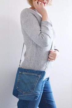 SIMPLE denim crossbody bag with a zipper // lining // recycled Diy Jeans, Denim Ideas, Denim Crafts, Recycled Denim, Denim Bag, Casual Bags, Cloth Bags, Refashion, Creations