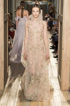 Valentino Couture autumn/winter 2016  - HarpersBAZAAR.co.uk