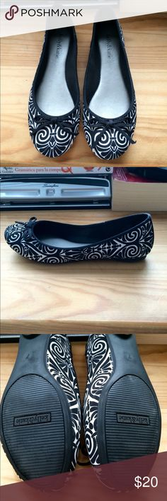 Like New Kelly & Katie Carmen Flats Black and white Kelly & Katie Carmen flats. Fabric upper. Only worn once and in excellent condition. Very chic and comfortable. No trades. Kelly & Katie Shoes Flats & Loafers