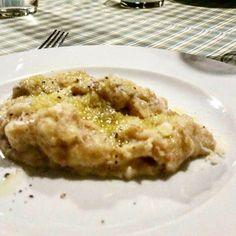 Il pan boji è un piatto po c'ero del territorio asolano, fatto con ingredienti di recupero come il pane, uova, formaggio e olio. Cose semplici che riempiono la bocca di sapore e la pancia di sostanza. ***************** #asoloblogtour #veneto #italy🇮🇹❤️  Yummery - best recipes. Follow Us! #foodporn