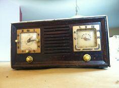 Telechron 8H59 Automatic Radio Tube Radio by VINTAGERADIOSONLINE
