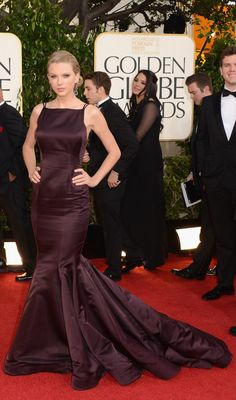 simple dress that might be references to sew tonight :) (Taylor Swift in Donna Karan Atelier)