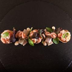 Gerookte paling met cocktailgarnalen en saus met toast. Heerlijk als voorgerecht of als lunch  paling garnaal