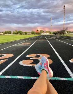 10 Reasons Why Running Give You Peace Running Track, Girl Running, Running Tips, Running Humor, Disney Running, Runners High, Runners World, Running Inspiration, Fitness Inspiration