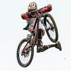 Insane whip by @delayedpleasure in last Crankworx ( Les Gets ) with his sick intense m16 red.