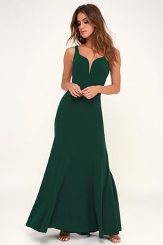 Let the Lulus Aperitif Emerald Green Sleeveless Maxi Dress take you out! The figure flaunting maxi skirts sweeps into a flaring, mermaid style high-low hem. Green Formal Dresses, Emerald Green Dresses, Trendy Dresses, Cute Dresses, Beautiful Dresses, Halter Maxi Dresses, Bridesmaid Dresses, Bridesmaids, Prom Dresses