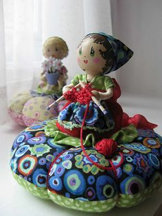 I ❤ pincushions . Lily Pearl Pincushion ~By Natalie Jo, piccalilli days Sewing Crafts, Sewing Projects, Sewing Kits, Clothespin Dolls, Half Dolls, Needle Book, Doll Costume, Cute Pins, Sewing Accessories