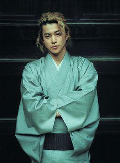 Shun Oguri(Japanese actor) in kimono Male Kimono, Yukata Kimono, Japanese Boy, Japanese Kimono, Shun Oguri, Japanese Costume, Japanese Outfits, Japanese Artists, Asian Actors