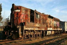 An abandoned Locomotive Train was left in the Abandoned Train, Abandoned Cars, Abandoned Buildings, Abandoned Places, By Train, Train Tracks, Train Art, Old Trains, Vintage Trains