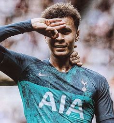 This list of football or soccer player haircuts including all your favorite athletes such as Cristiano Ronaldo, Sergio Ramos, Lionel Messi, Neymar, & more! Best Football Players, Football Is Life, Football Boys, World Football, Soccer Players, Dele Ali, Neymar, Ronaldo, Football Celebrations