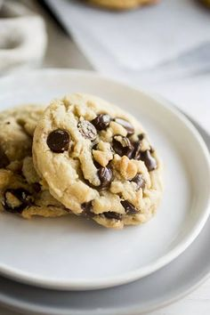 Mix up your baking routine with this quick and easy butter-free chocolate chip cookie recipe! Use coconut oil in place of butter for a soft, chewy cookie that everyone is sure to love. Fluffy Chocolate Chip Cookies, Mint Chocolate Chips, Baking Chocolate, Homemade Chocolate, Chocolate Gravy, Chocolate Yogurt, Chocolate Turtles, Chocolate Making, Chocolate Milkshake