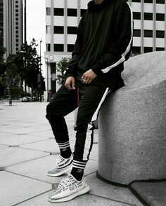 Minimalist Street Style, Urban Street Style, Urban Fashion, Men's Fashion, Fashion Outfits, Fashion Ideas, Urban Style Outfits, Cool Outfits, Yeezy Outfit