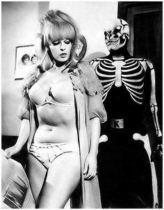 "Luciana Paoli ""Dana"", Sadistik's fatal lover! (1960s)  Killing ""fotostorie del brivido"" is an Italian photo comic series (ultraviolent) featuring an eponymous character.  Killing (original) Satanik / Kiling / Kilink / Sadistik"