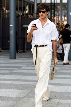 7 Style Hacks: How to Look Taller for Men Suit Fashion, Boy Fashion, Mens Fashion, Costume Blanc, October Fashion, Casual Wear For Men, Mode Chic, Lifestyle Trends, Mode Inspiration
