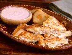 Chicken Quesadillas Discover quesadilla recipes for any occasion at Crockpot Recipes, Chicken Recipes, Cooking Recipes, Turkey Recipes, Mexican Dishes, Mexican Food Recipes, Mexican Cheese, Mexican Chicken, Sin Gluten