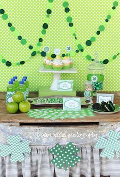 - 10 'Not Tacky' Ways to Decorate for St. Patrick's Day St Patrick Day Kara's Party Ideas St. Adult Birthday Party, 1st Boy Birthday, First Birthday Parties, First Birthdays, Birthday Ideas, Kid Parties, Themed Parties, San Patrick Day, Circle Garland