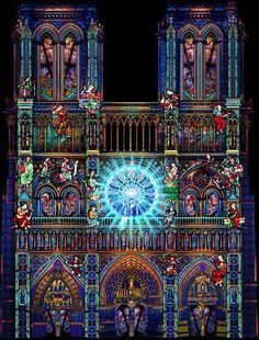Espectáculo de luz gratis en la fachada de la Cathedral Notre-Dame de París Del 8 al 11 de noviembre. Solo tienes que registrarte: www.damedecoeur.paris