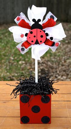 Ladybug Centerpiece Topiary Birthday Centerpiece por WishListEvents