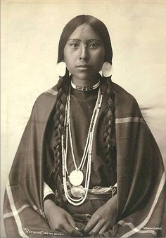 Native North American Indian - Old Photos Native American Beauty, Native American Photos, Native American Tribes, Native American History, American Indians, American Pride, American Quotes, American Symbols, American Girl