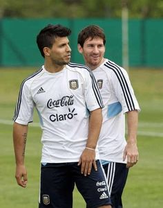 Sergio Aguero and Messi ⚽ my 2 Argentinean favorites Football Is Life, Football Boys, Soccer Fans, Soccer Players, Manchester City, Premier League, Lional Messi, Xavi Hernandez, Kun Aguero