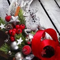 Srebrno-czerwony z reniferem i piękna kokardą!❄⛄☆#srebro#czerwień#renifer#katedecowianki#święta#wianekbozonarodzeniowy#dekoracje#dodatkidodomu#ozdoby#ozdobyświąteczne##dekoracjewnetrz#prezent#zima#christmas#xmas#homedecor#handmade#homesweethime#decorations#winter