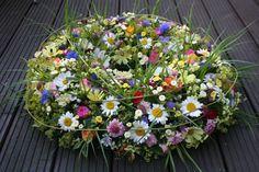 Outdoor Wreaths, Wreaths And Garlands, Diy Flowers, Paper Flowers, Wedding Flowers, Funeral Sprays, Grave Decorations, Sympathy Flowers, Funeral Flowers