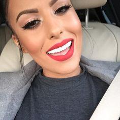 When my teeth were messed up bitches sayin' ew fix your teeth a bitch fixes her teeth ya'll still complaining?? FOHHHH my veneers on FLEEEEEKKKKKKK By the way editing this caption to tell all my followers who go hard for me I fuckin' love ya'll!!!!!!