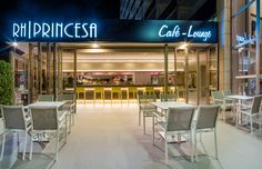 Fachada de bar ilumada - Hotel RH Princesa Benidorm