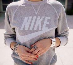 making nike sweatshirts look classy and acceptable as regular wear. Street Style Outfits, Looks Street Style, Looks Style, Style Me, Simple Style, Trend Fashion, Estilo Fashion, Moda Fashion, Nike Fashion