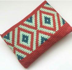Crochet Handbags, Crochet Purses, Crochet Bags, Tapestry Crochet Patterns, Knitting Patterns, Crochet World, Knit Crochet, Crochet Wallet, Mochila Crochet
