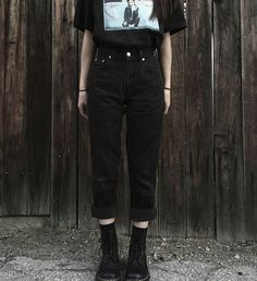 hipster outfits for guys Hipster Outfits, Grunge Outfits, Girl Outfits Tumblr, Outfits Casual, Hip Hop Outfits, Jean Outfits, Fashion Outfits, Black Outfit Grunge, Black Mom Jeans Outfit