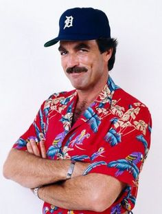 The classic Magnum PI, Tom Selleck, Detroit hat, loud aloha shirt 80s Costume, Halloween Costumes, Costume Ideas, Jesse Stone, 80s Party Outfits, Plus Tv, Magnum Pi, The Wedding Singer, Tom Selleck