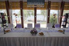 Sötét és világos lila esküvői dekoráció - Dark and light purple wedding decoration