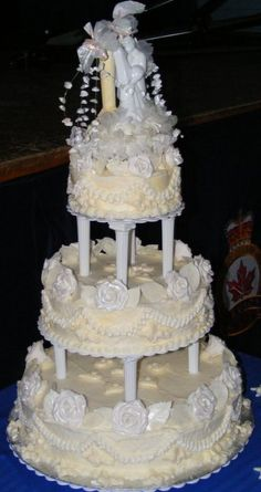 Visit the post for more. 3 Tier Wedding Cakes, Floral Wedding Cakes, Elegant Wedding Cakes, Beautiful Cakes, Amazing Cakes, Best Vanilla Cake Recipe, Different Types Of Cakes, Wedding Cake Fresh Flowers, Little Cakes